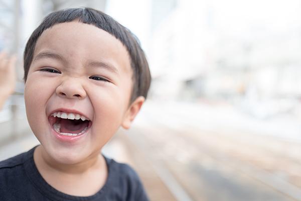 Sorridere induce la mente a essere più positiva